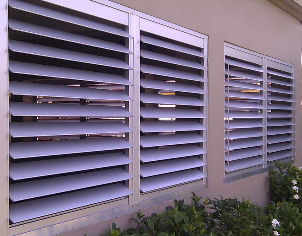 Outdoor aluminum plantation shutters sydneyplantation shutters external sunscreens roller blinds Aluminum exterior plantation shutters